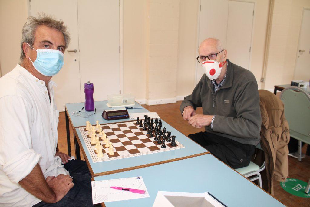 Andrew Heard, Kent (left) v Alan Willis at the Hampshire v Kent chess match 4th September 2021